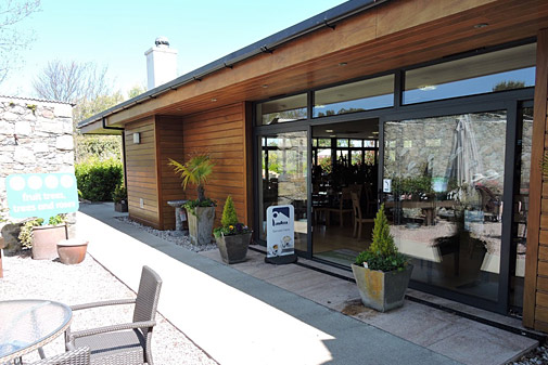 Earlswood Cafe in Guernsey outside seating area
