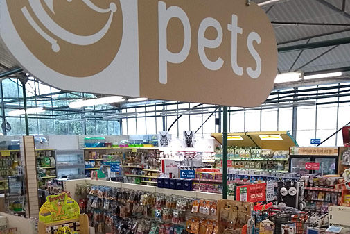 EARLSWOOD PETS AREA WITH WIDE RANGE OF DOG FOOD AND CAT FOOD AND ACCESSORIES